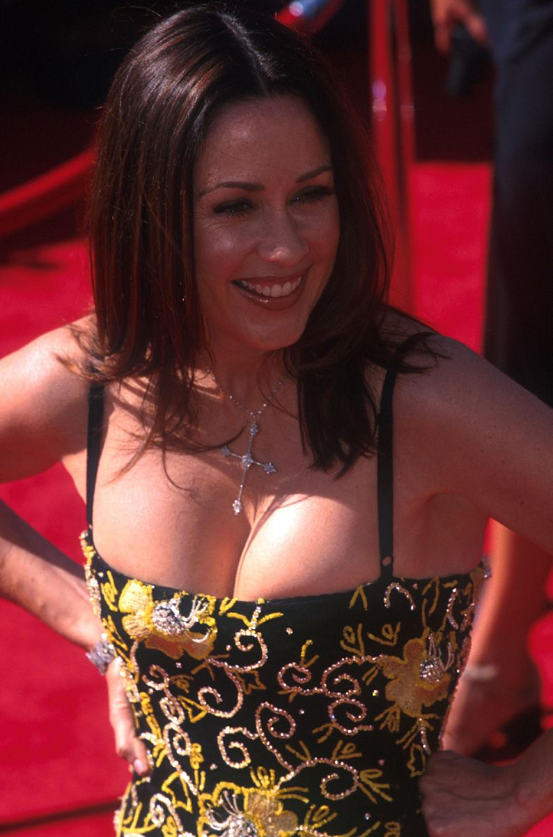 Patricia Heaton With Cross 794x1200 Jpg