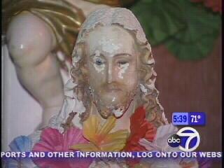 blinking-jesus-statue